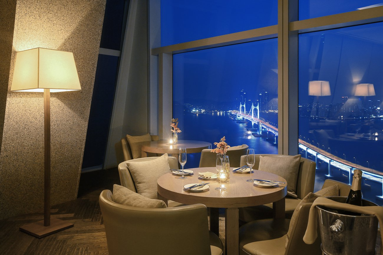 Park Hyatt Busan Living Room Bar Night View 파크 하얏트 부산 바